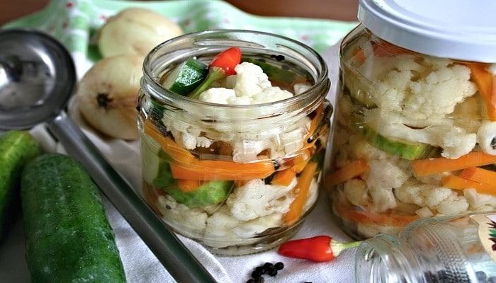 nakladany-kvetak-s-chilli-paprickou